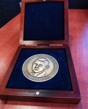 Prof. Andrzej Sakson otrzymał dwa wyróżnienia